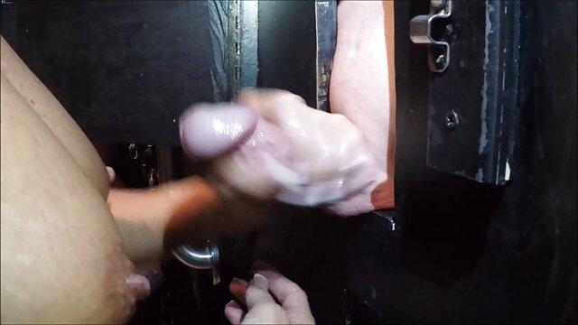 Les mamies sont activement engagées dans le sexe lesbien avec des jeunes film porno lesbienne gratuit